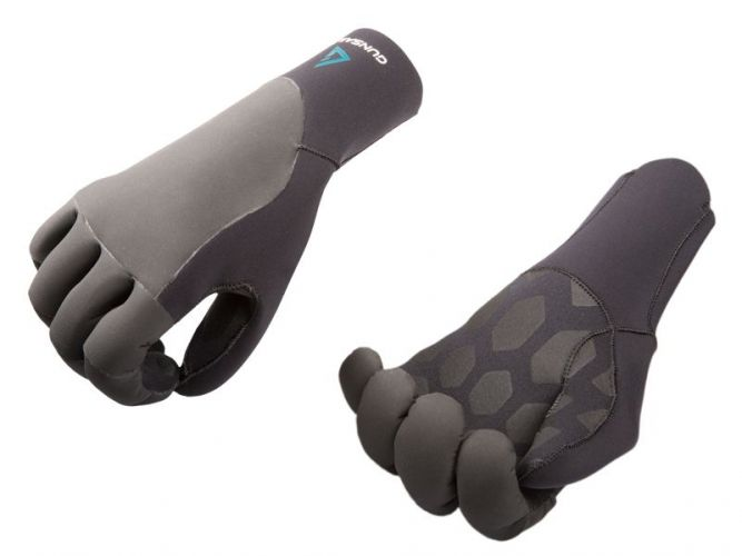 Warm neoprene gloves with tatex rubber coating for colder surf days in autumn or winter